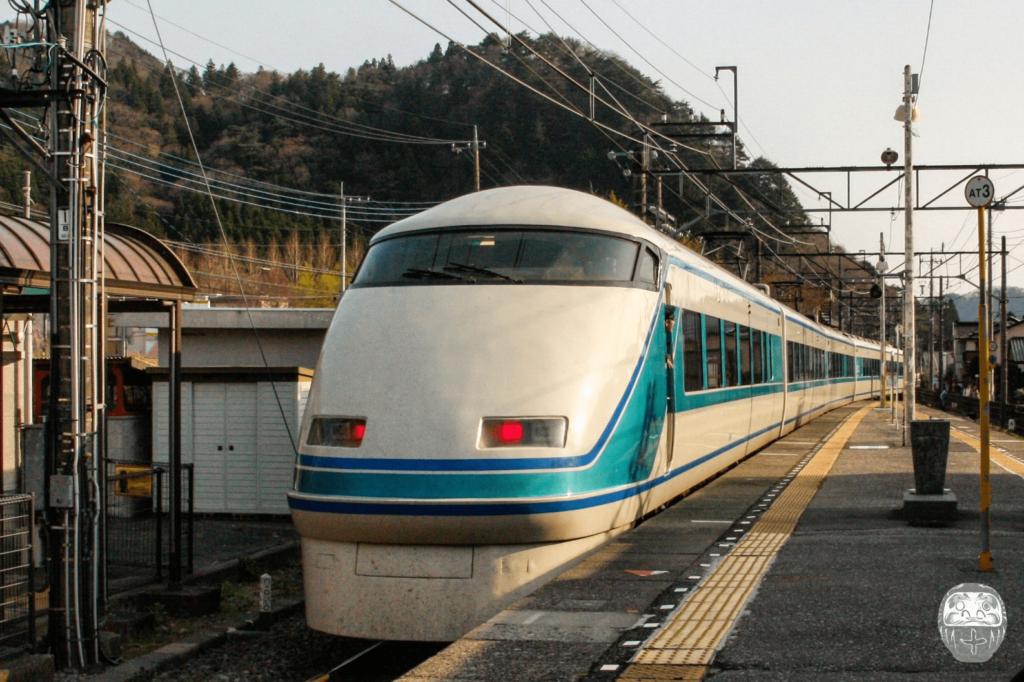 Spacia Express im Bahnhof Tobu-Nikko